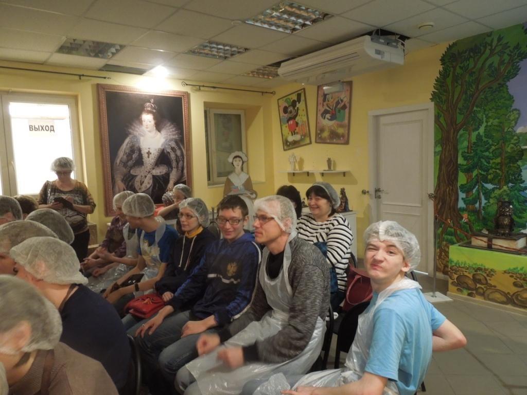 """Посещение воспитанниками """"Теплого дома"""" музея шоколада"""